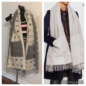 Coach muffler scarf oversized with pockets NWT's